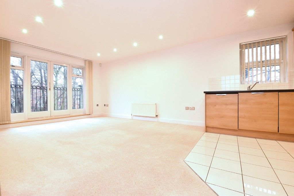 2 bed flat to rent in Lansdowne Road, Bromley 3
