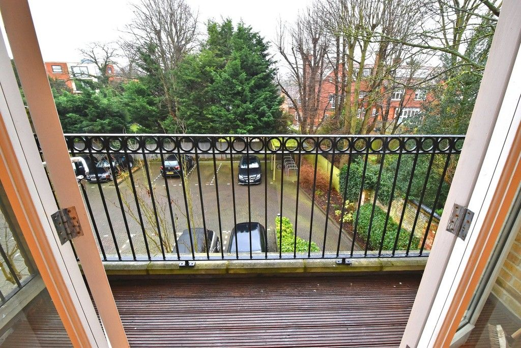 2 bed flat to rent in Lansdowne Road, Bromley 4