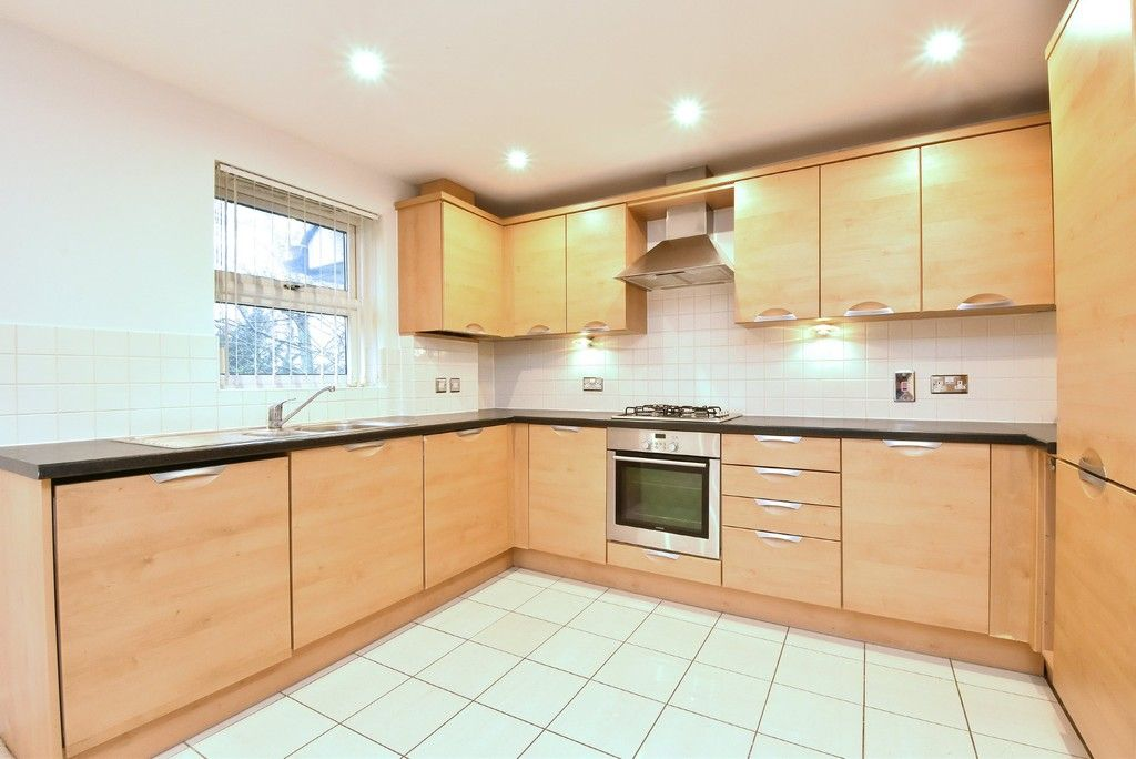 2 bed flat to rent in Lansdowne Road, Bromley 5