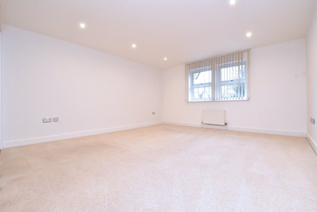 2 bed flat to rent in Lansdowne Road, Bromley 6