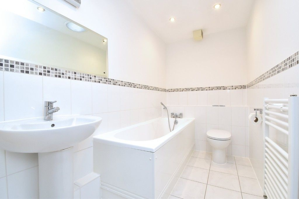 2 bed flat to rent in Lansdowne Road, Bromley 9