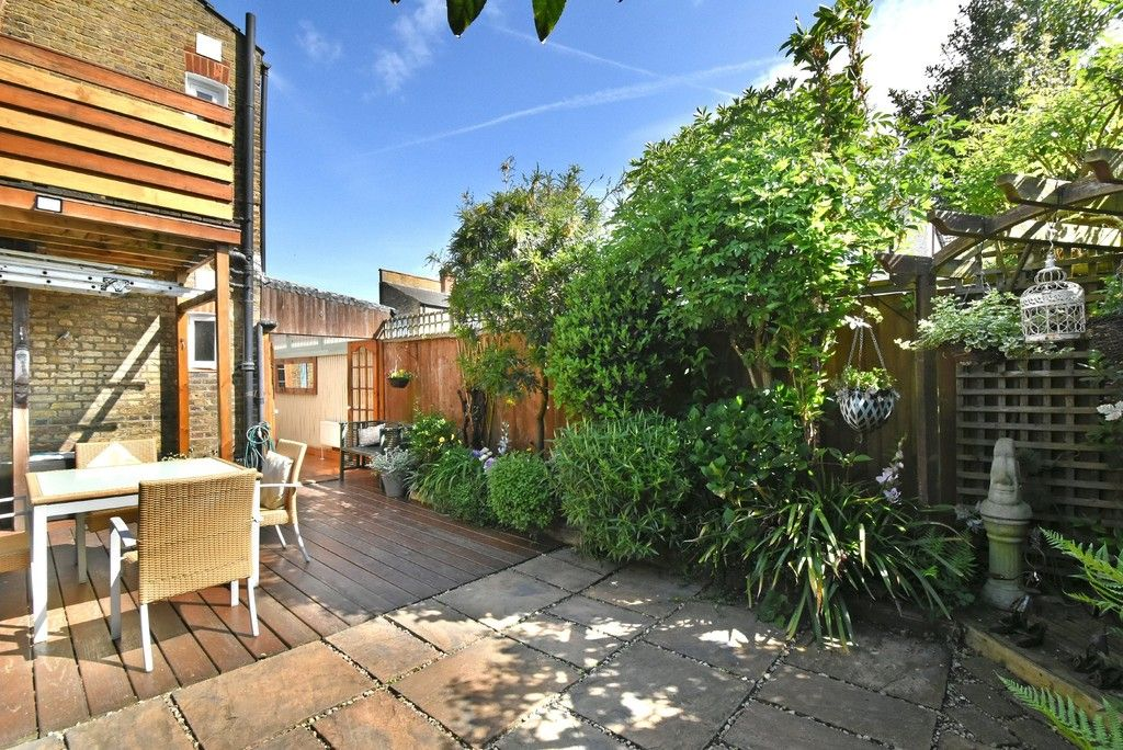 2 bed flat for sale in Saxon Road, Bromley, BR1
