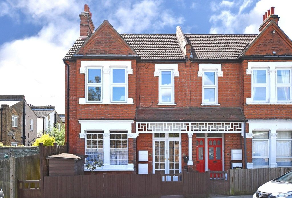 2 bed flat for sale in Saxon Road, Bromley 2
