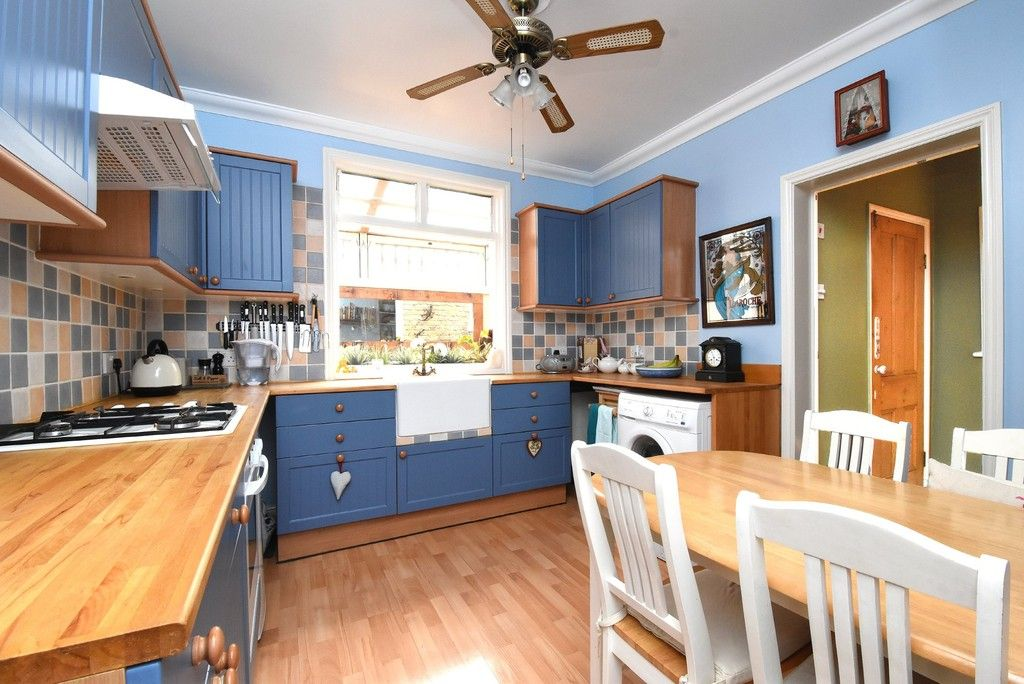 2 bed flat for sale in Saxon Road, Bromley 8