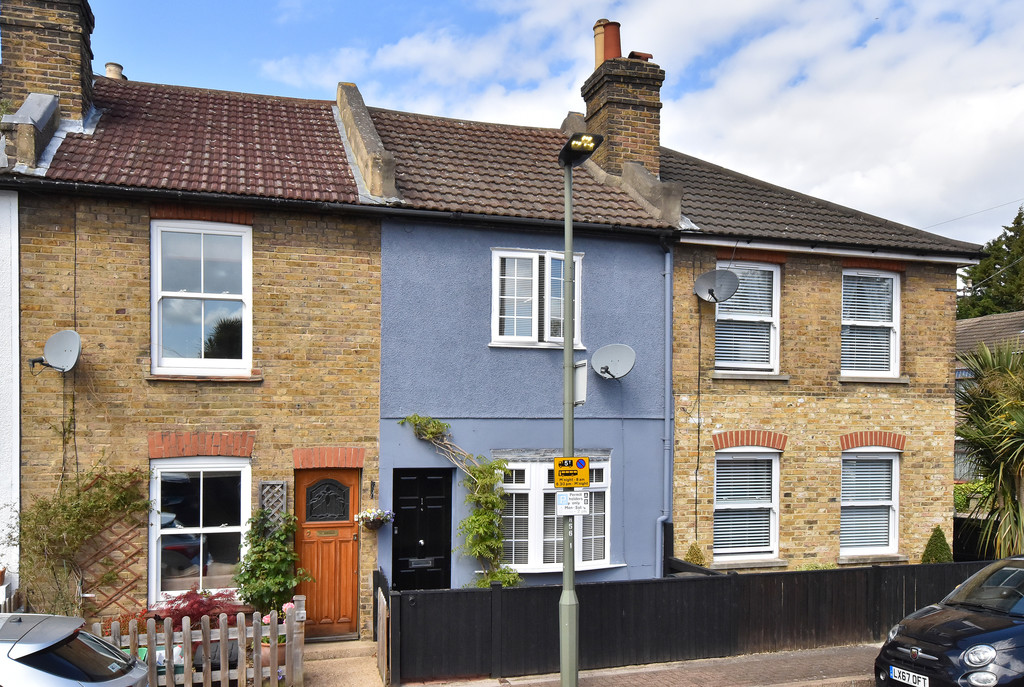 2 bed house for sale in Haxted Road, Bromley 1