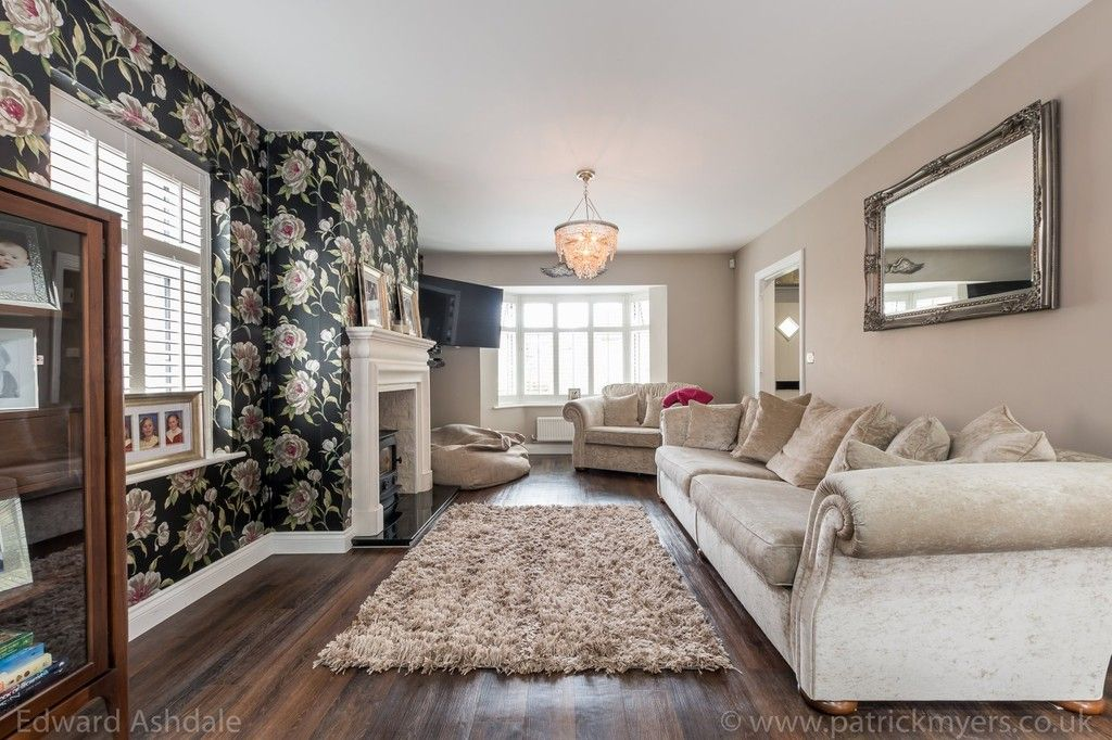 5 bed house for sale in Manor Gate Lane, Wilmington 2