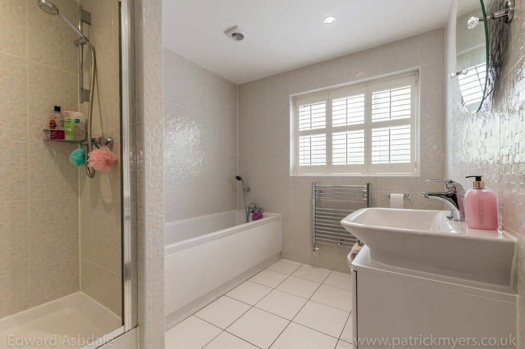 5 bed house for sale in Manor Gate Lane, Wilmington 13