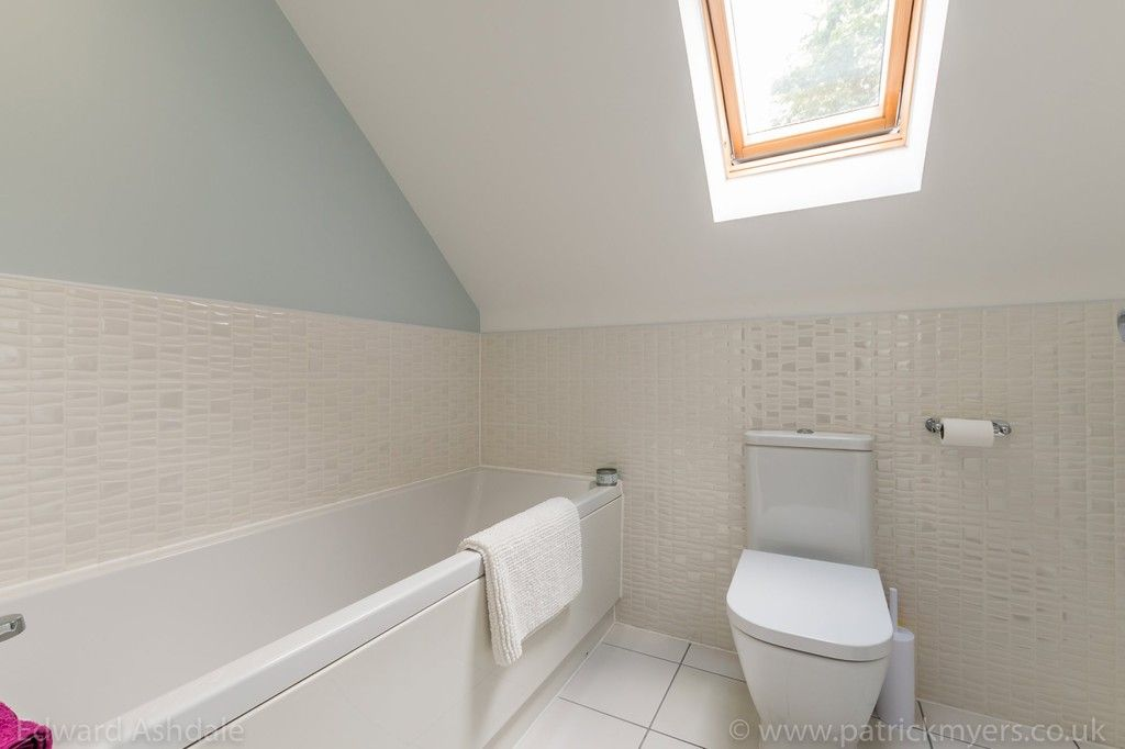 5 bed house for sale in Manor Gate Lane, Wilmington  - Property Image 18