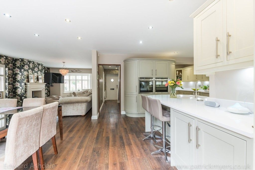 5 bed house for sale in Manor Gate Lane, Wilmington  - Property Image 6