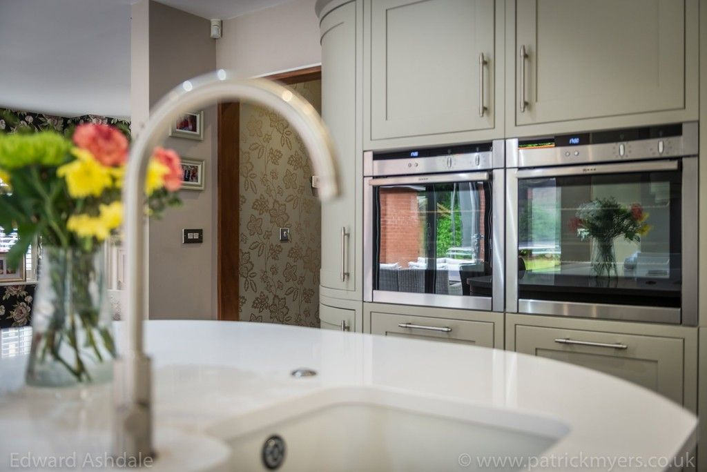 5 bed house for sale in Manor Gate Lane, Wilmington  - Property Image 8