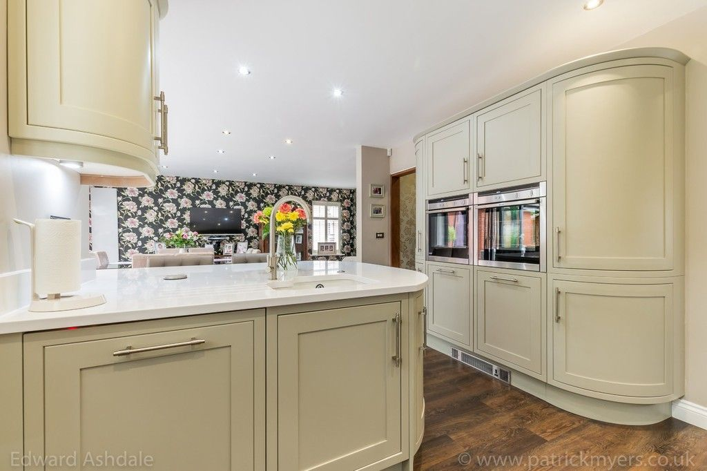 5 bed house for sale in Manor Gate Lane, Wilmington 9