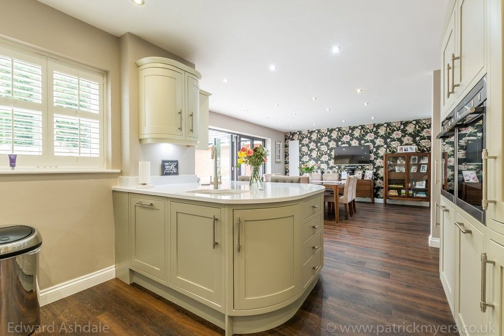 5 bed house for sale in Manor Gate Lane, Wilmington  - Property Image 10