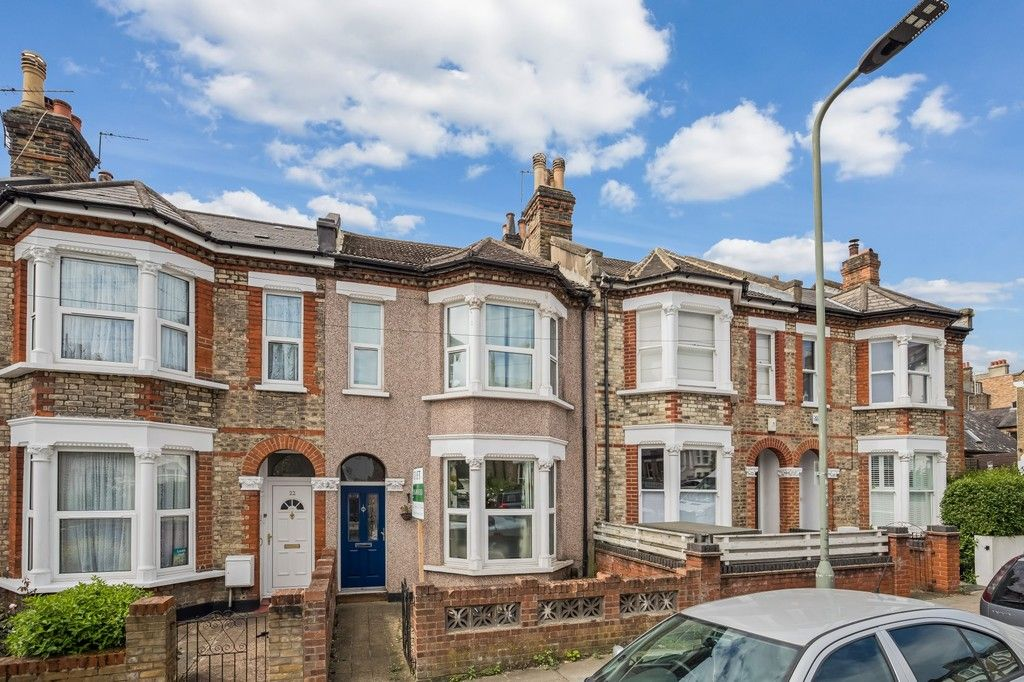 4 bed house to rent in Montrave Road, London 1