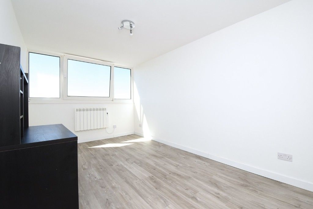 3 bed flat to rent in Cantley Gardens  - Property Image 7