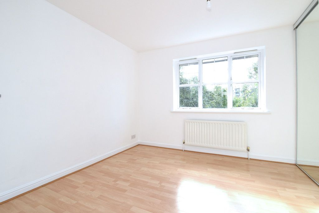 2 bed house to rent in Woldham Place, Bromley 3