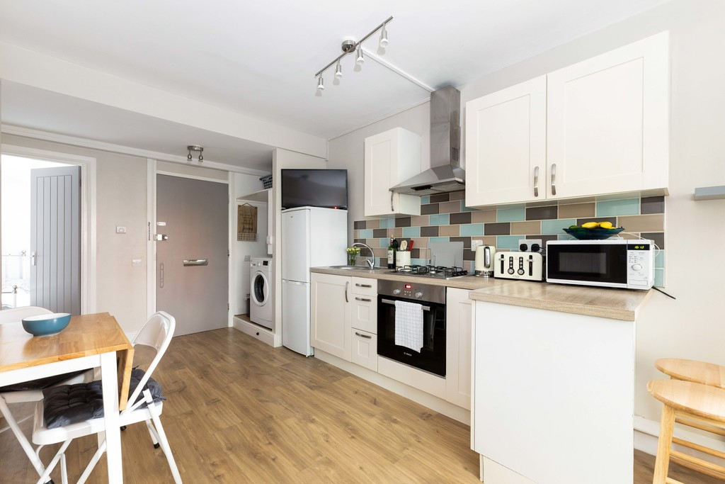 2 bed flat to rent in Lordship Lane, Dulwich, London, SE22