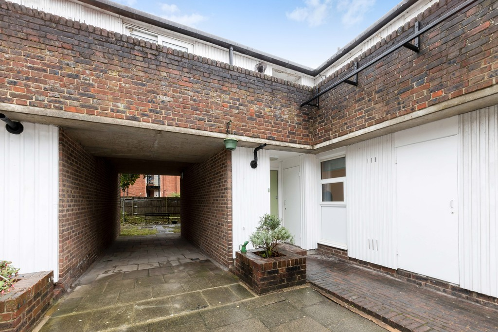 1 bed flat to rent in Lordship Lane, Dulwich, London 11