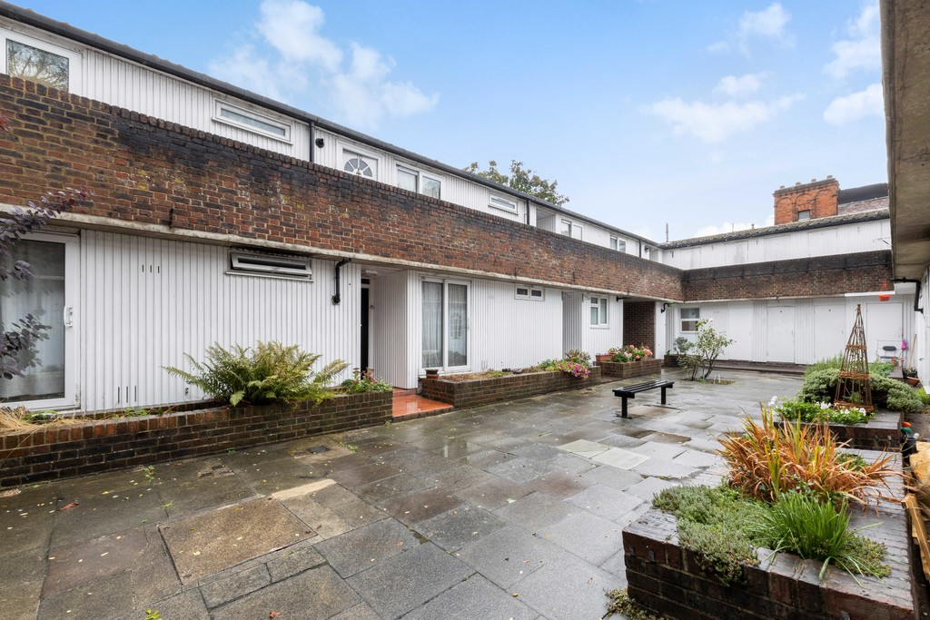 1 bed flat to rent in Lordship Lane, Dulwich, London 8