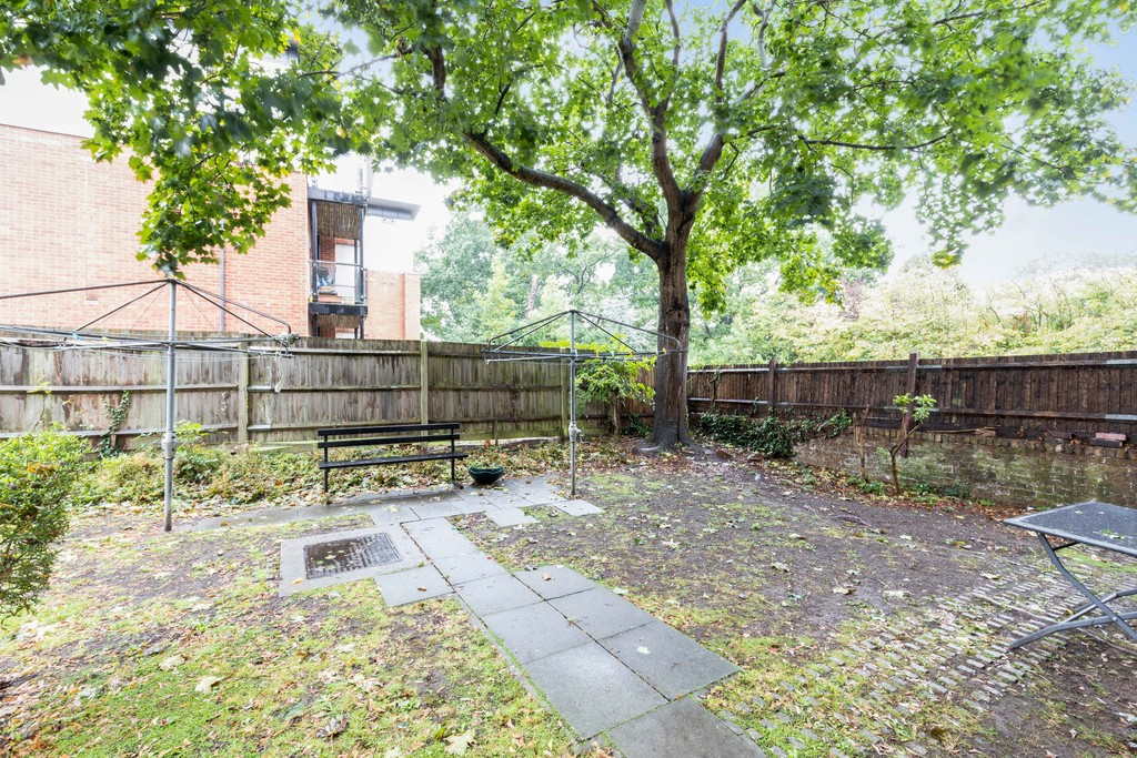 1 bed flat to rent in Lordship Lane, Dulwich, London 9