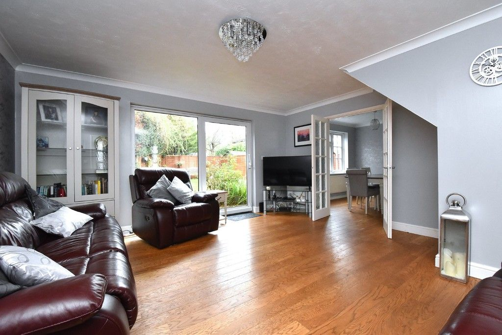 4 bed house for sale in Paddock Close, Farnborough  - Property Image 2