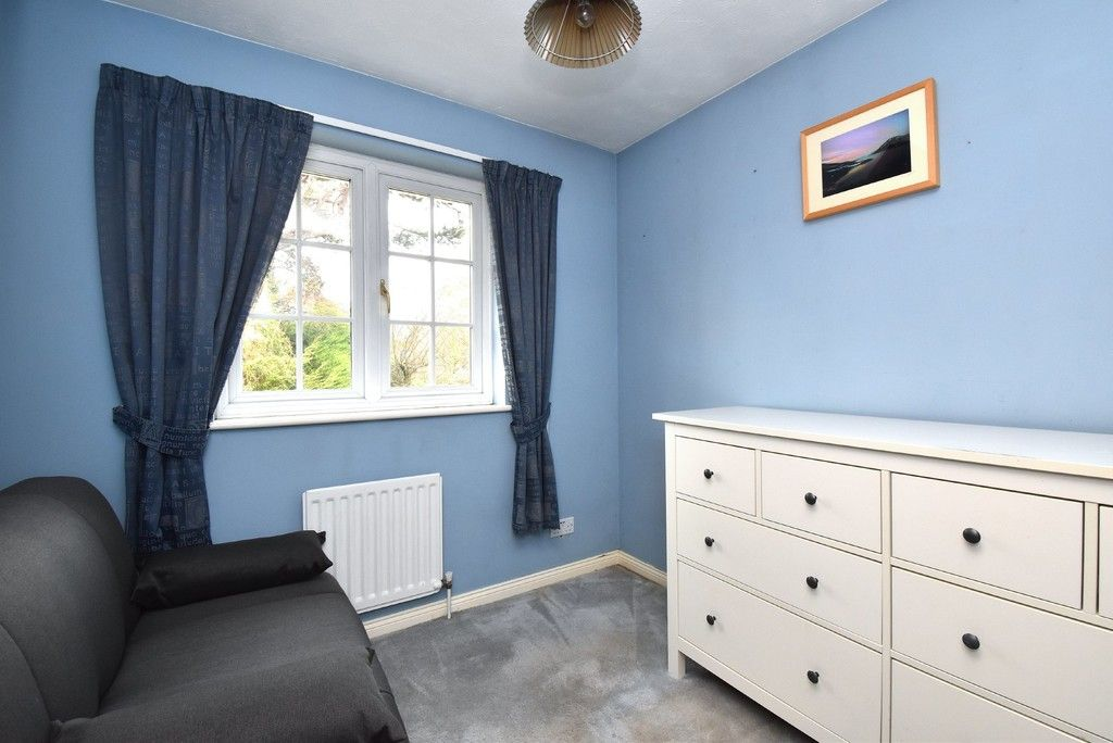 4 bed house for sale in Paddock Close, Farnborough 12