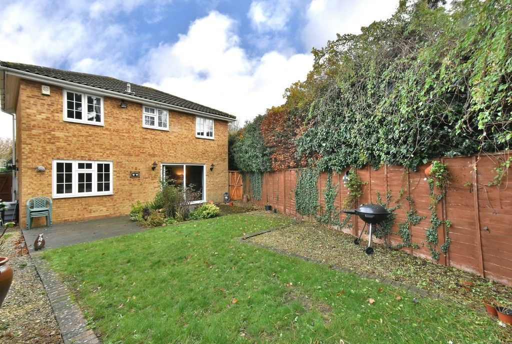 4 bed house for sale in Paddock Close, Farnborough  - Property Image 13