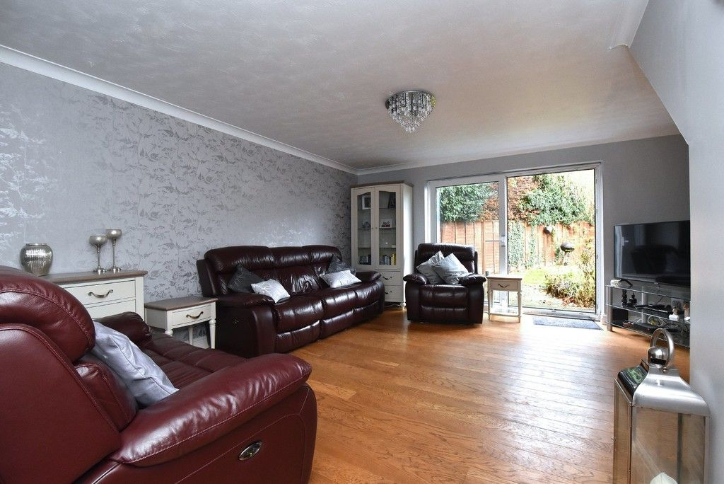 4 bed house for sale in Paddock Close, Farnborough 3