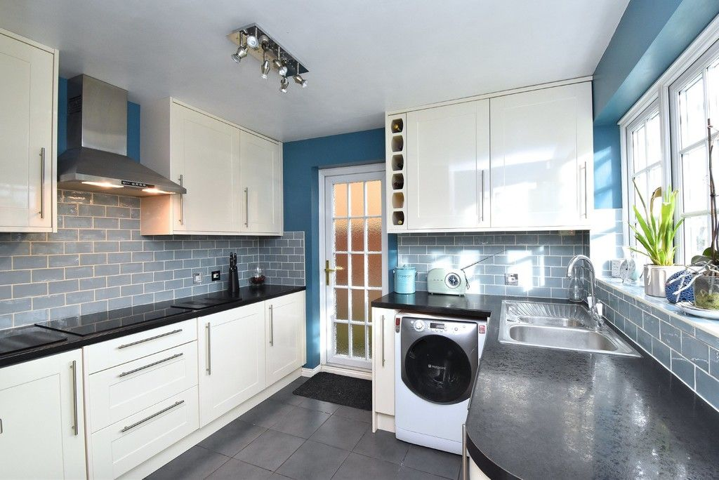 4 bed house for sale in Paddock Close, Farnborough  - Property Image 6