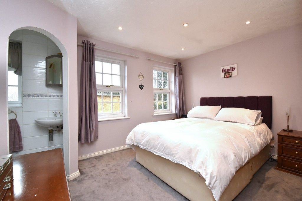 4 bed house for sale in Paddock Close, Farnborough  - Property Image 7