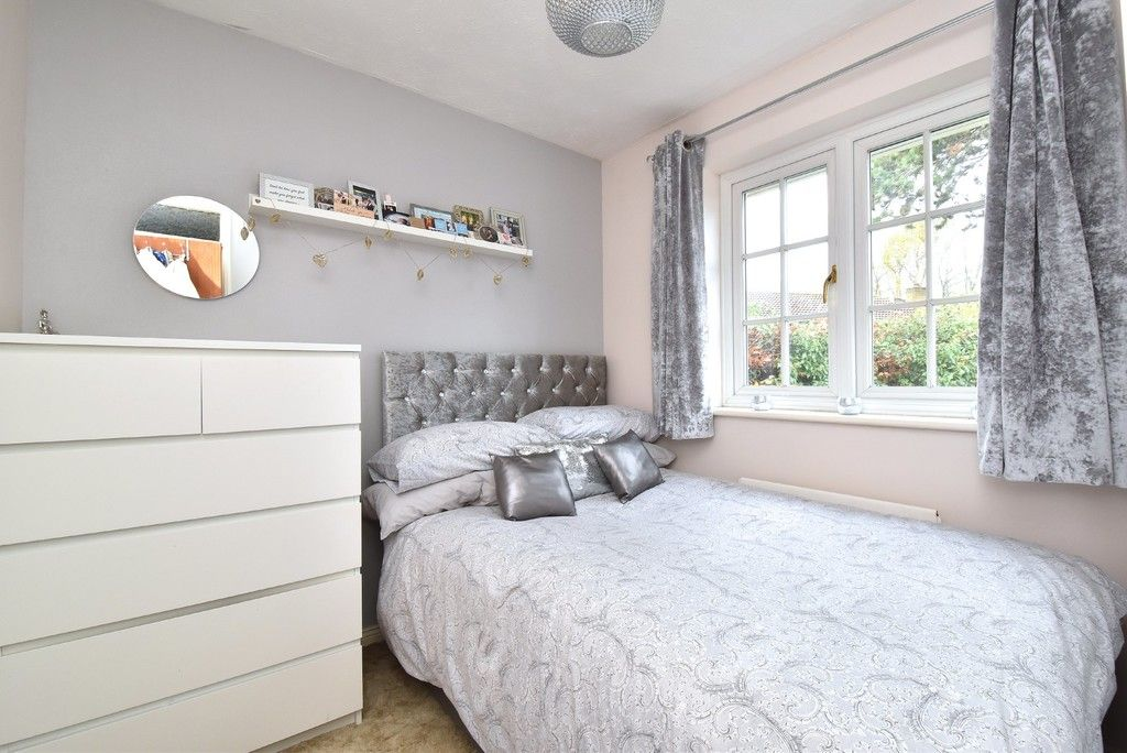 4 bed house for sale in Paddock Close, Farnborough 9