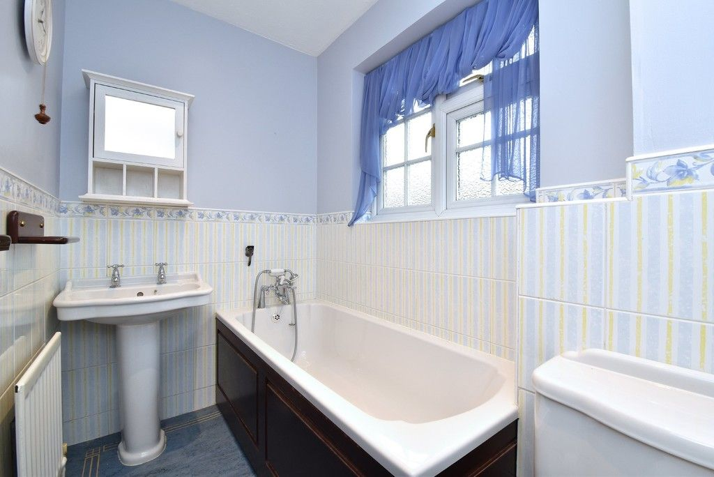 4 bed house for sale in Paddock Close, Farnborough  - Property Image 10