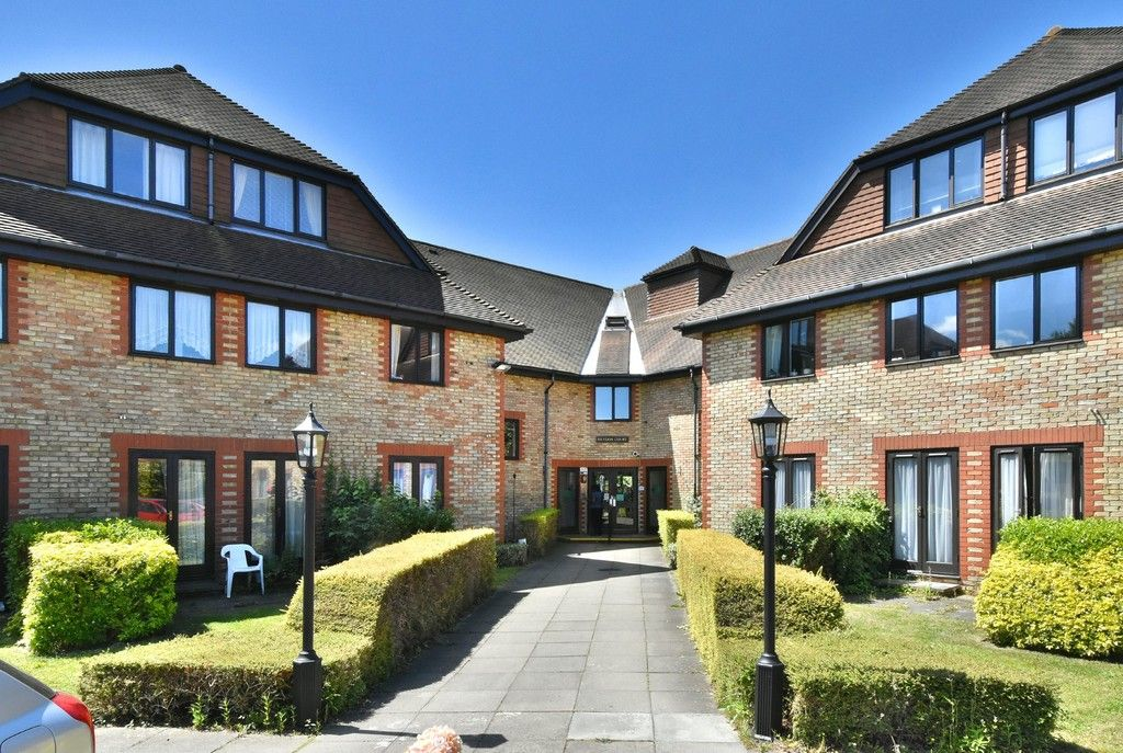 1 bed flat for sale in Deer Park Way, West Wickham - Property Image 1