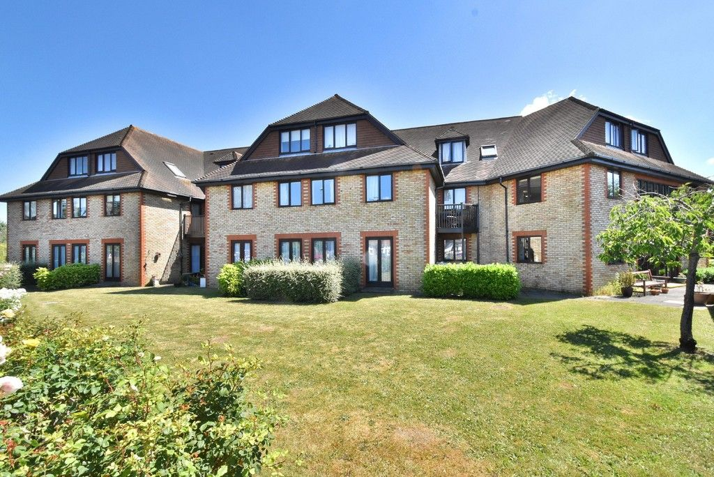 1 bed flat for sale in Deer Park Way, West Wickham 2