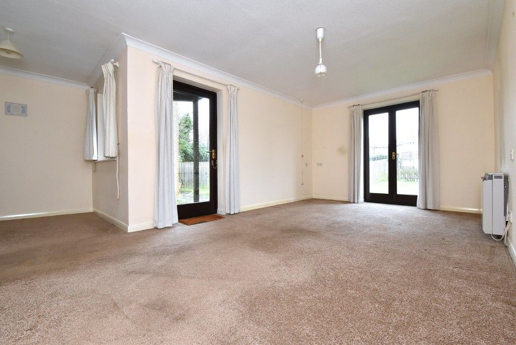 1 bed flat for sale in Deer Park Way, West Wickham 3
