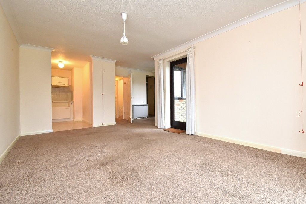 1 bed flat for sale in Deer Park Way, West Wickham 4
