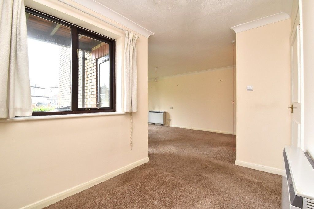 1 bed flat for sale in Deer Park Way, West Wickham 6
