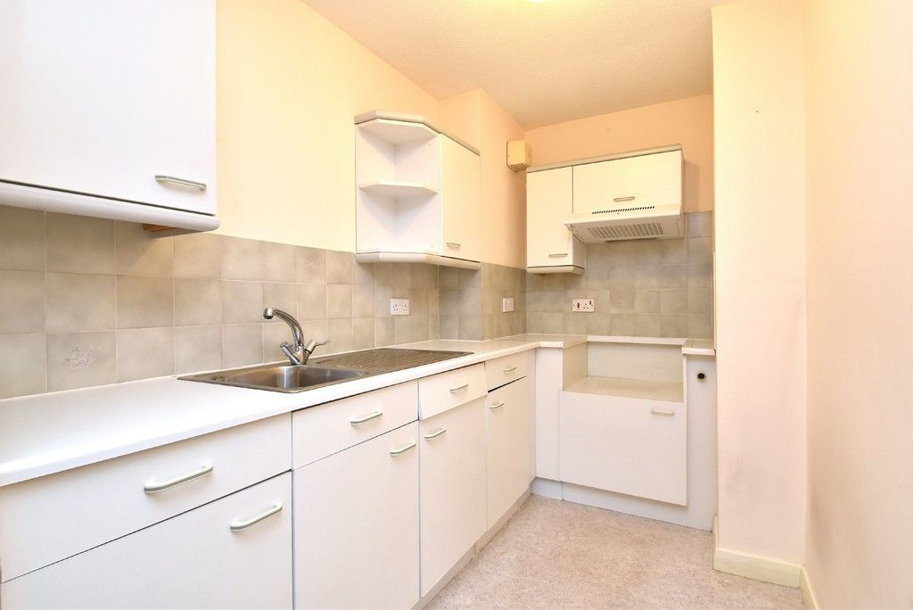 1 bed flat for sale in Deer Park Way, West Wickham 8