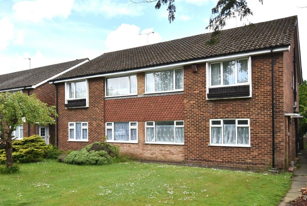 2 bed flat for sale in Farnborough Common, Locksbottom  - Property Image 1