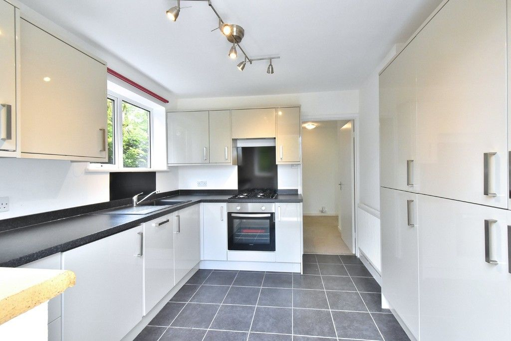 2 bed flat for sale in Farnborough Common, Locksbottom 3