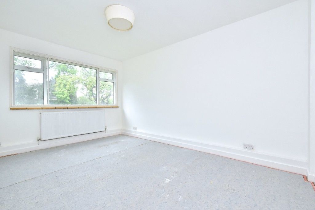 2 bed flat for sale in Farnborough Common, Locksbottom 4