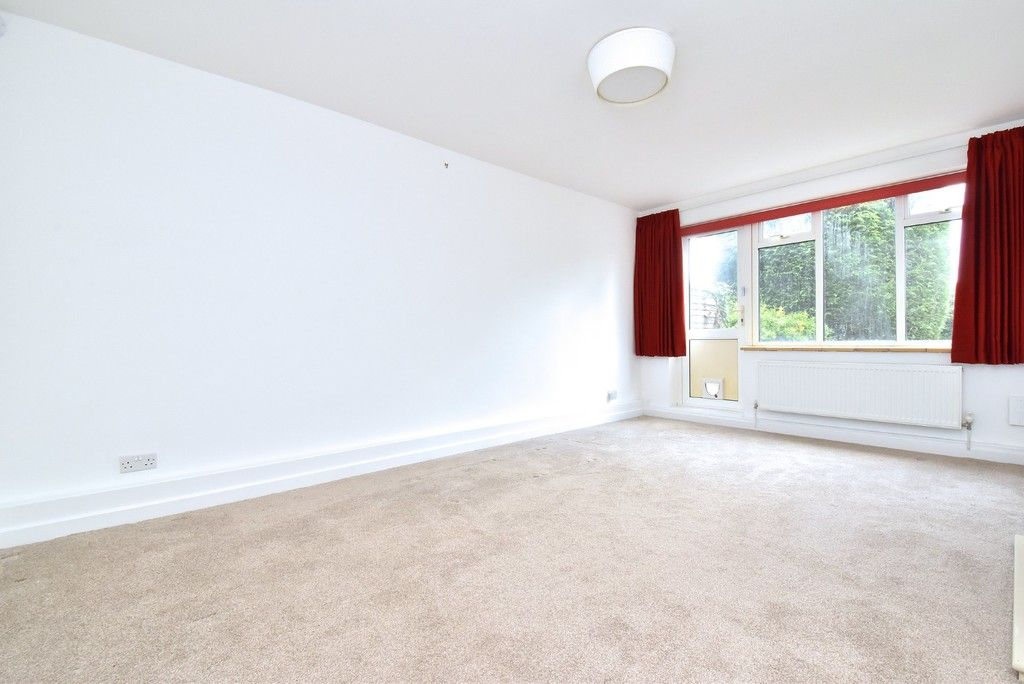 2 bed flat for sale in Farnborough Common, Locksbottom 6