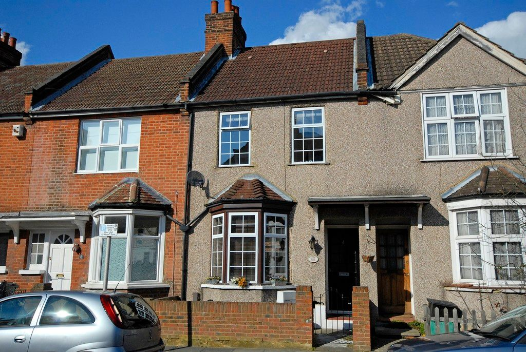 2 bed house for sale in Morgan Road, Bromley 1