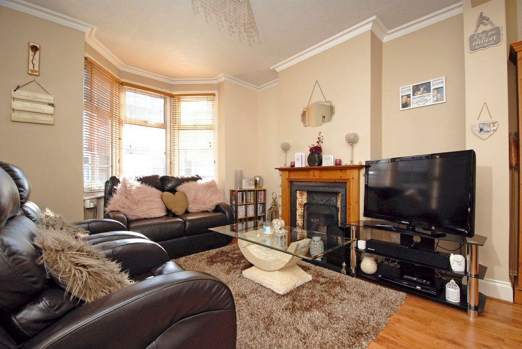 2 bed house for sale in Morgan Road, Bromley  - Property Image 2
