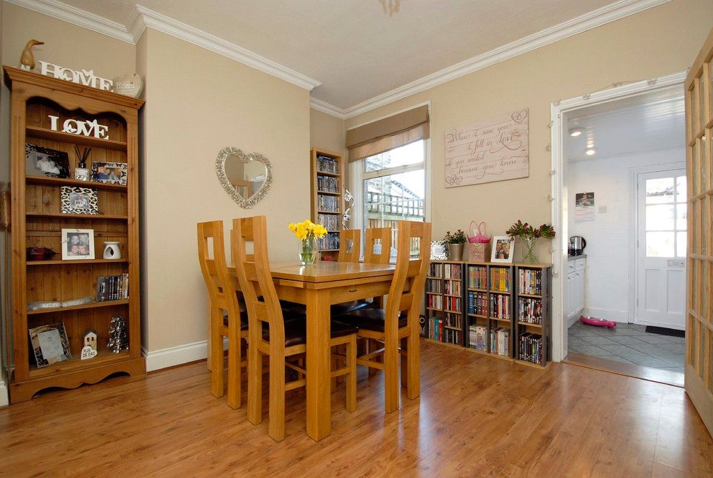 2 bed house for sale in Morgan Road, Bromley 3