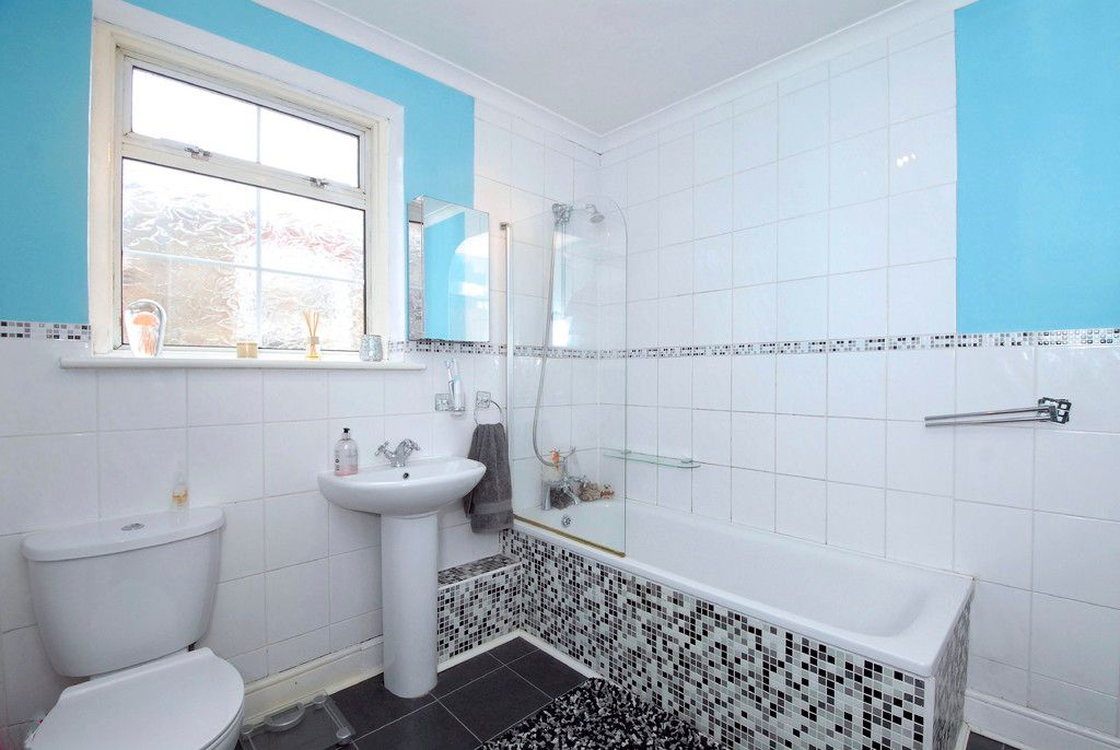 2 bed house for sale in Morgan Road, Bromley 7
