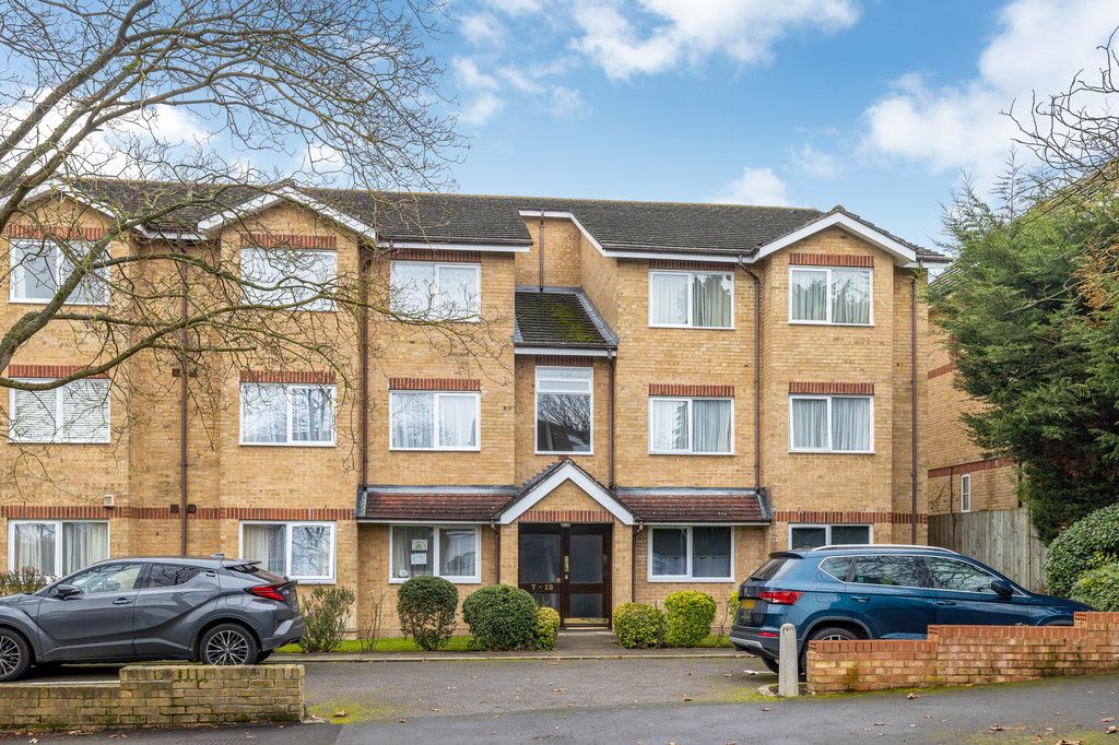 2 bed flat to rent in Durham Avenue, Bromley, BR2