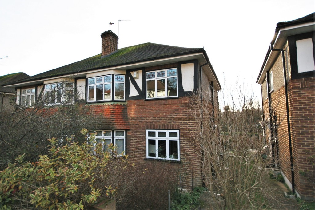 2 bed flat for sale in Mill Vale, Bromley 1