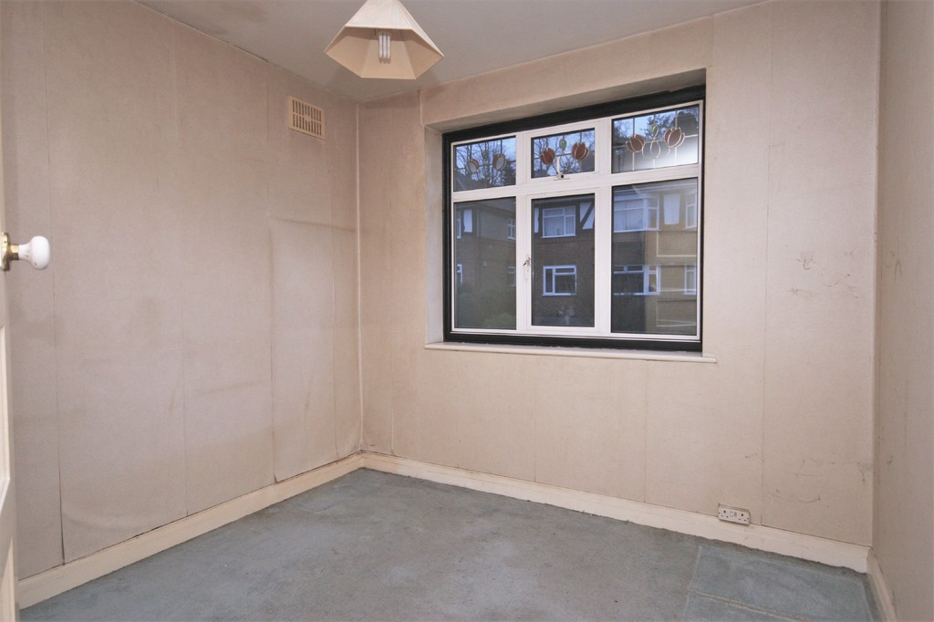 2 bed flat for sale in Mill Vale, Bromley 3