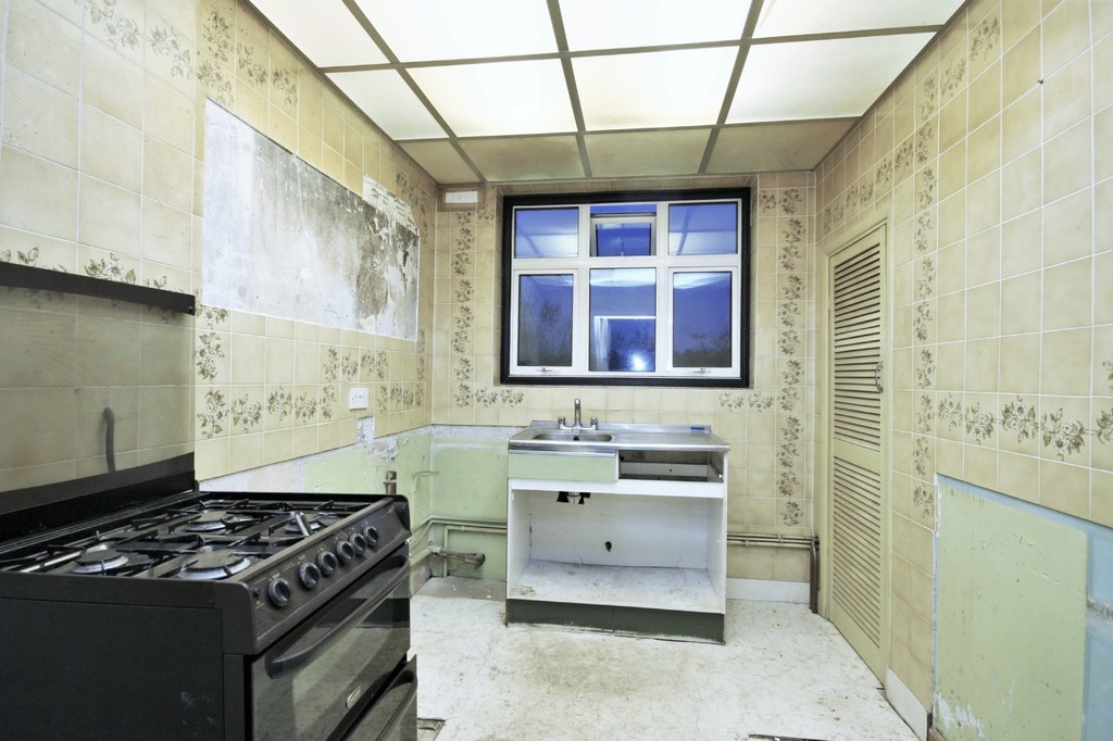 2 bed flat for sale in Mill Vale, Bromley 4