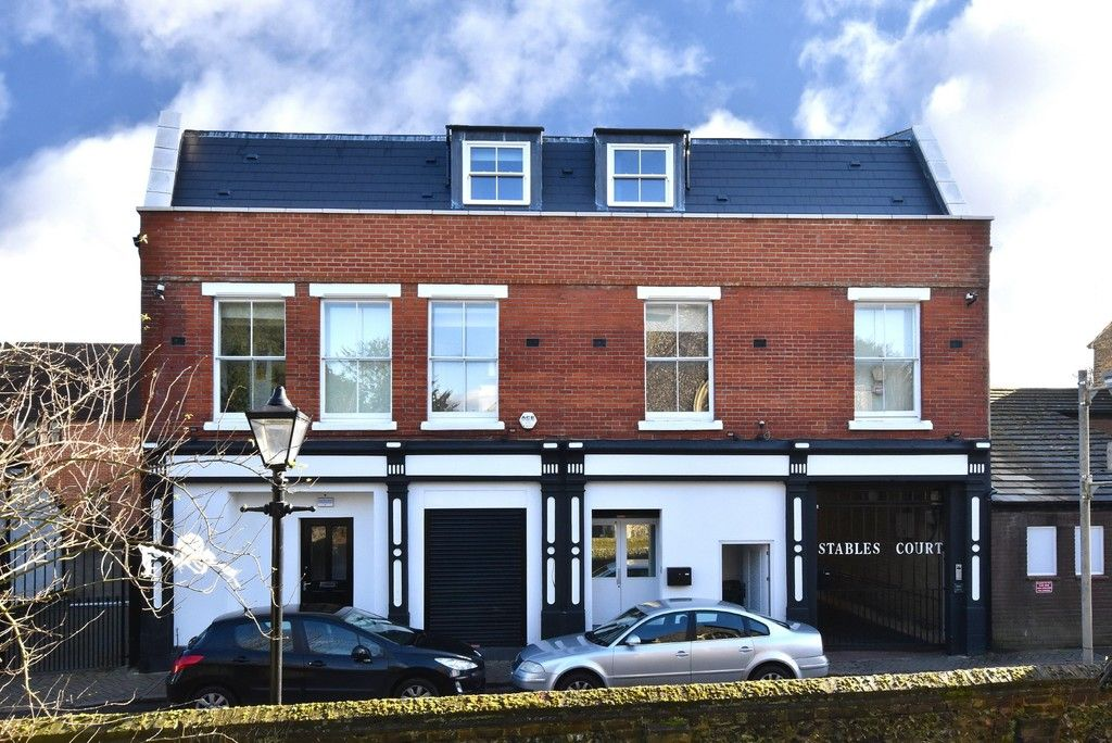 2 bed flat for sale in High Street, BR5